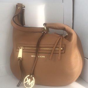 Michael Kors tan leather shoulder bag (A)